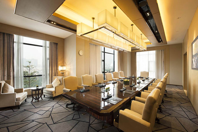 Zhongshan Hilton Hotel ceiling spotlights.